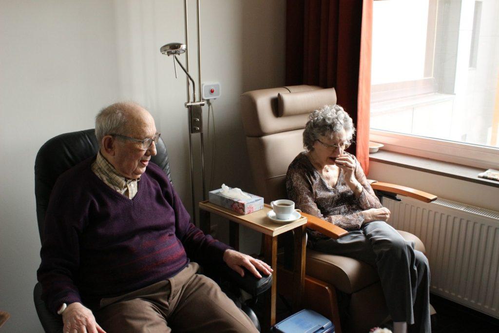 Pflegeleistungen und Hilfsangebote der häuslichen Pflege im Überblick - Alltagsbegleitung24